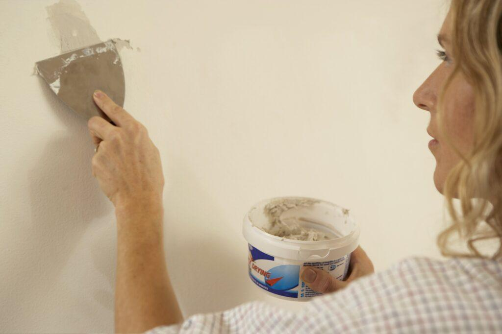How to Make Spackle Dry Faster