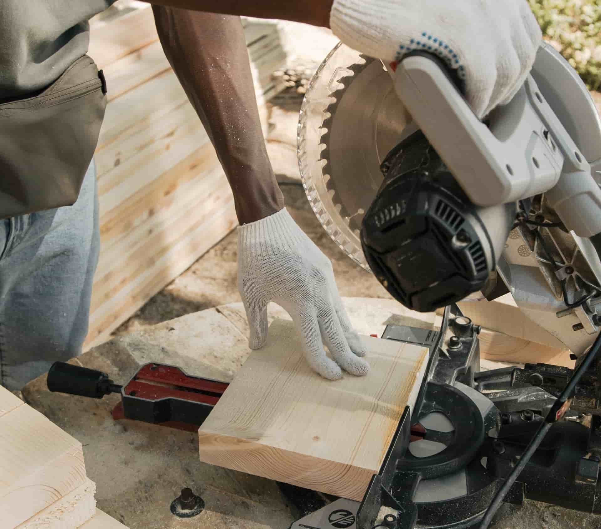 why does your miter saw blade smoke
